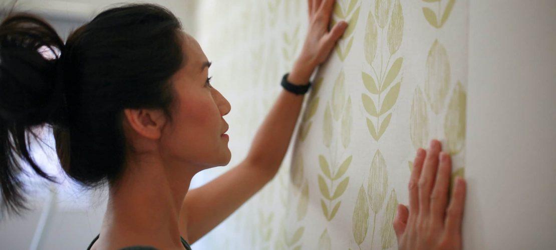 DIY project: female hanging wallpaper