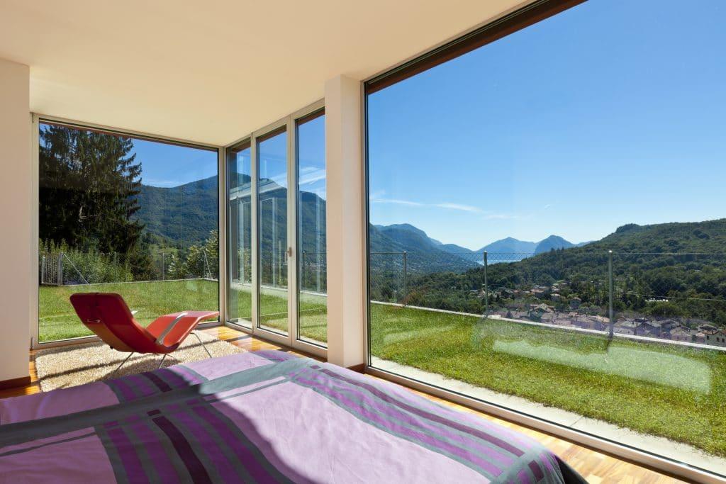belle maison, style moderne, vue depuis la chambre